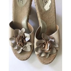boc Shoes - B.O.C. Gold Flower Top Sandals